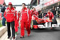 Fernando Alonso, Andrea Stella, Scuderia Ferrari, GP Gran Bretaña, 2011. Formula 1. Jueves, pit lane